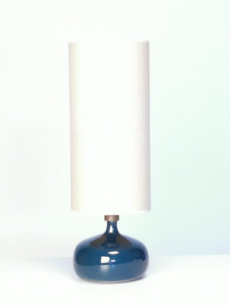 French Jacques and Dani Ruelland, Dark Blue Enameled Table Lamp, 1960s For Sale