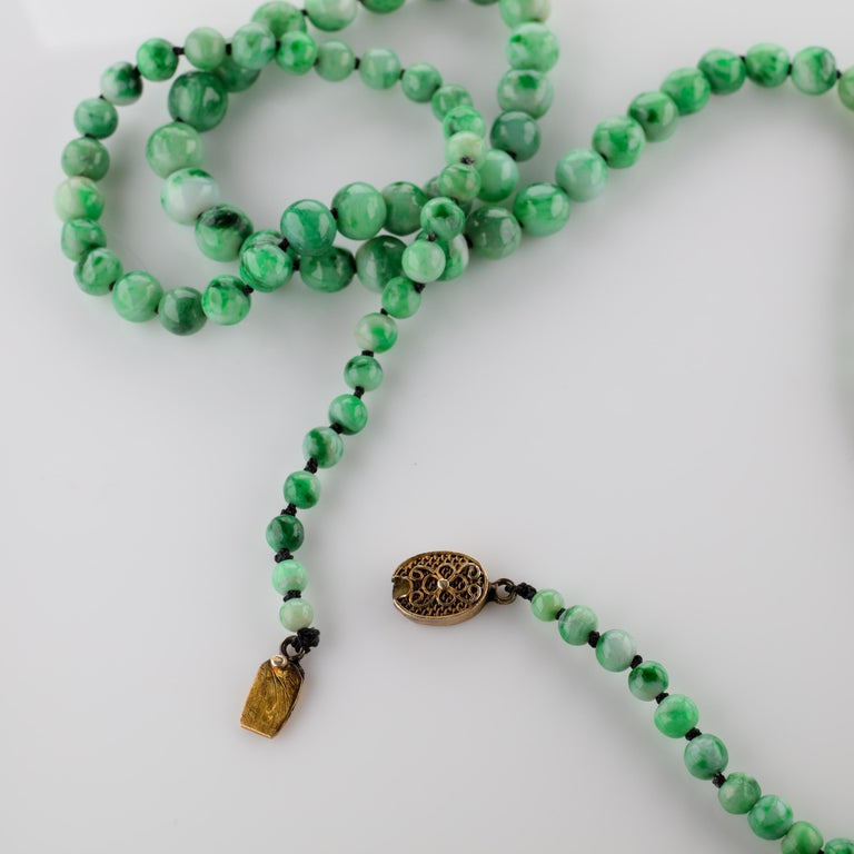Jade Necklace circa 1930s Variegated Green Certified Untreated For Sale 5