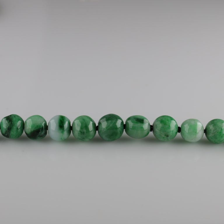 Jade Necklace circa 1930s Variegated Green Certified Untreated For Sale 1