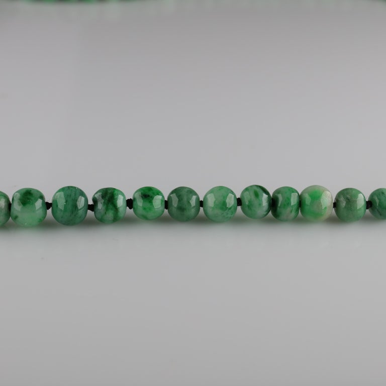 Jade Necklace circa 1930s Variegated Green Certified Untreated For Sale 3