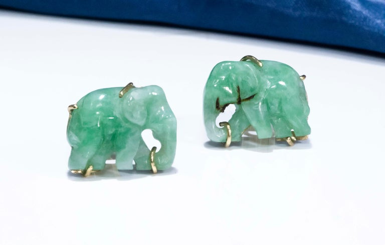 Jade Vintage Carved Green and Gold Elephant Good Luck Cufflinks In Good Condition For Sale In New york, NY