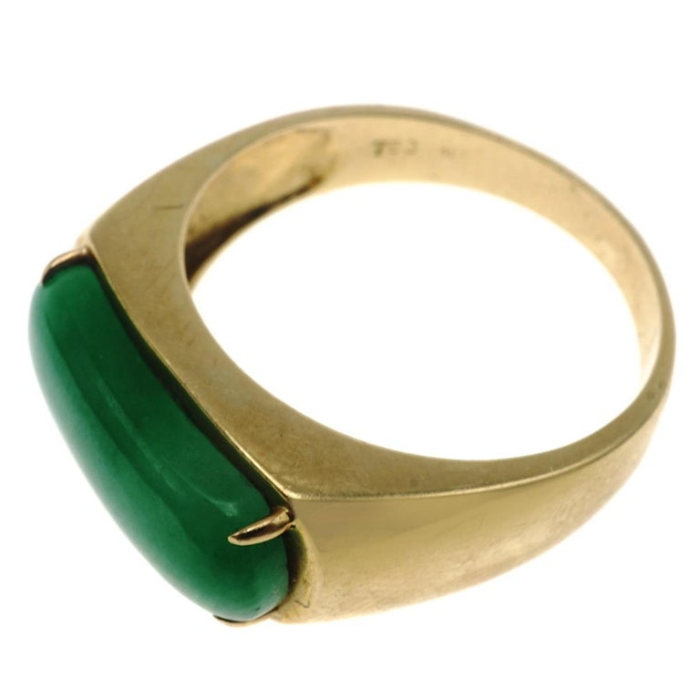 Jadeite Jade and Gold Ring In Excellent Condition For Sale In New York, NY