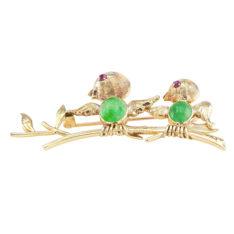 Jadeite Ruby Gold Bird Brooch In Good Condition For Sale In Los Angeles, CA