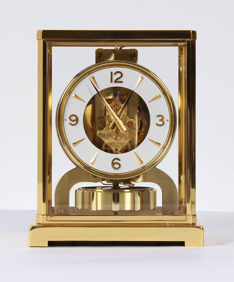 Jaeger-LeCoultre - Atmos Classic Clock, cal. 526  Switzerland brass gold-plated Year of manufacture 1966  Dimensions: H x W x D 22 x 18 x 13,5 cm  Description: Atmos V Caliber 526 in a gold-plated brass case. Classic white dial ring with