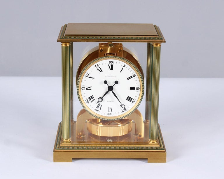 Jaeger-LeCoultre - Atmos Vendome cal. 526  Switzerland brass gold plated Year of manufacture 1979  Dimensions: H x W x D: 24 x 21 x 16 cm  Description: Atmos Vendome caliber 526. model number 5834 with gold plated base and fluted