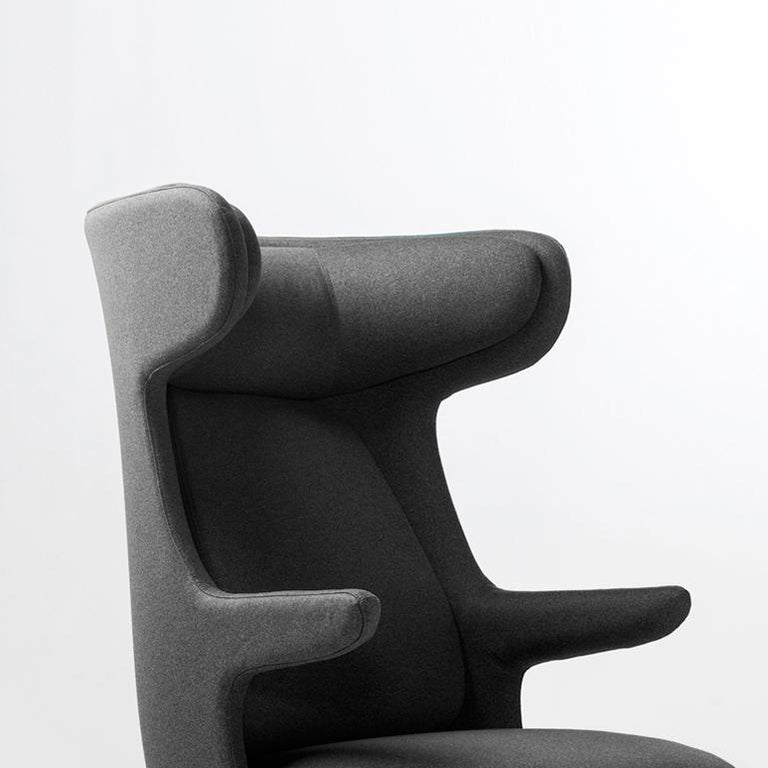 Main body made of rigid polyurethane covered with polyether foam cushioning. A fixed head rest, seat cushion and backrest in polyether foam cushioning. Cushion covers are removable.   Cast aluminium legs painted in a powder coating.  Monocolour: