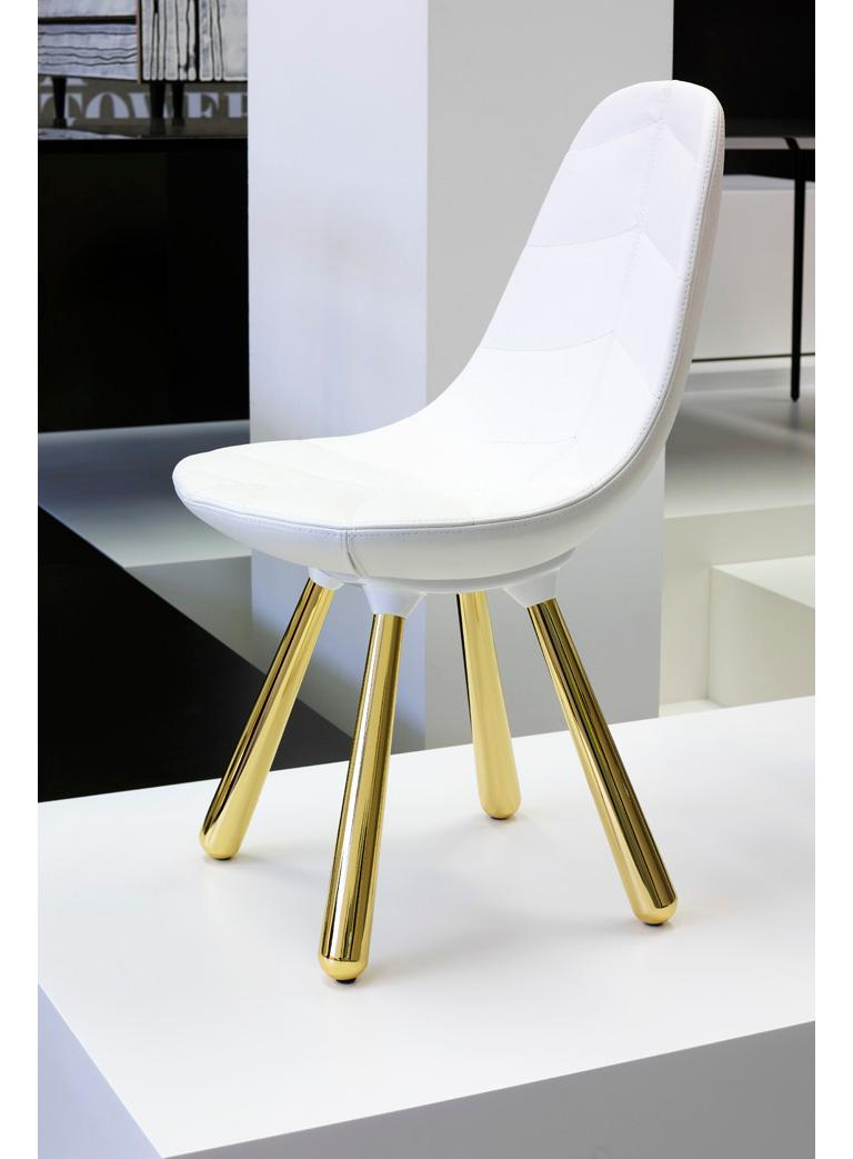Golden and shining, these luxury dining chairs belong at a royal banquet. Highly polished metal legs and soft leather make a noble seat fit for the most aristocratic character. Jaime Hayon took inspiration from Tudor England and imagined a large and