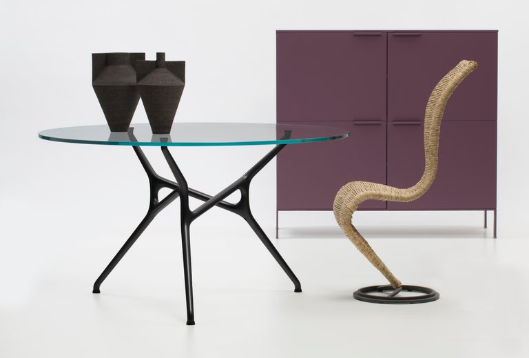 The structure of the Branch Table is composed of identical ramified elements made of die-cast aluminum: for this product, designer Jakob Wagner created a series of seamlessly interconnecting elements in continuous movement, resulting in a base that