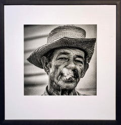El tabaquero by James Sparshatt. Portrait photograph. Silver gelatin print