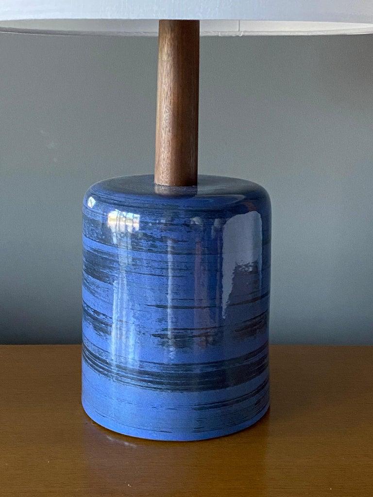 Mid-Century Modern Jane & Gordon Martz, Table Lamp, Ceramic, Walnut, Linen Marshal Studios, 1950s For Sale