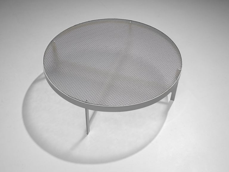 Janni Van Pelt Round Coffee Table in White Metal and Glass In Good Condition For Sale In Waalwijk, NL