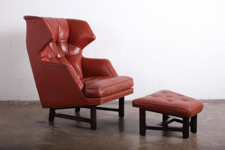 Janus Wing Chair and Ottoman by Edward Wormley for Dunbar in Original Leather In Good Condition For Sale In Dallas, TX