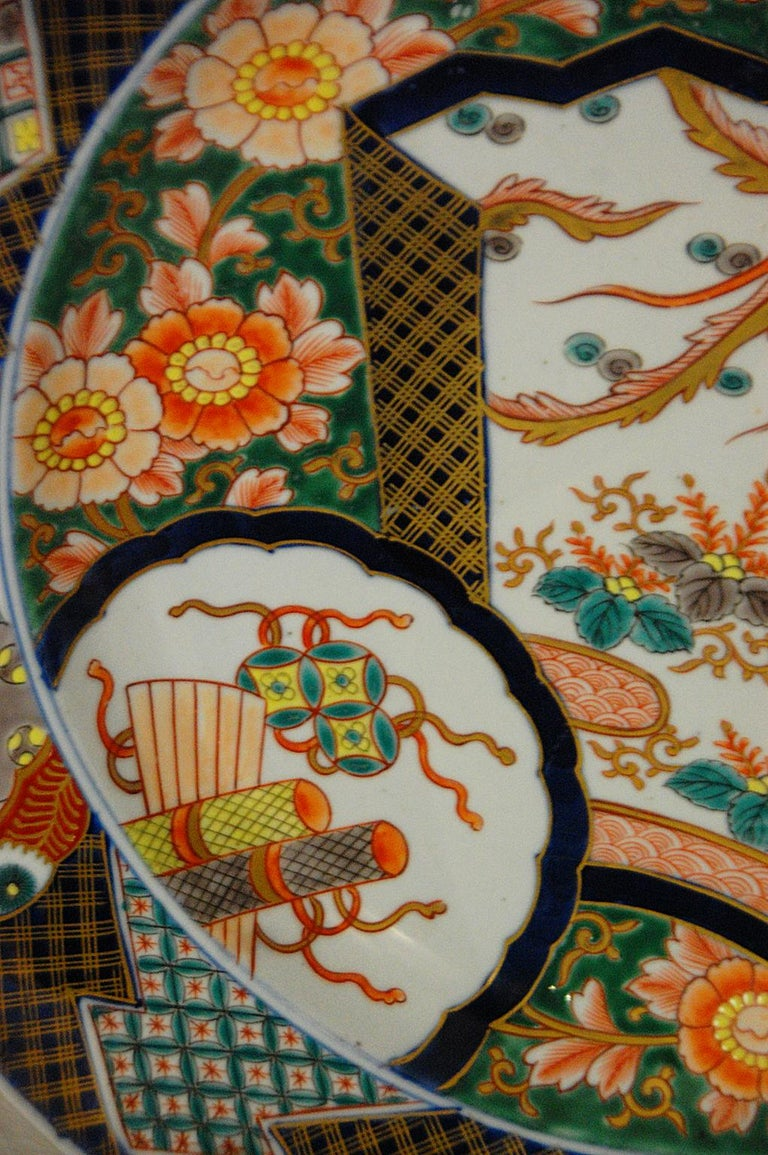 Hand-Painted Japanese 19th Century Imari Charger with Phoenix Rising Motif For Sale