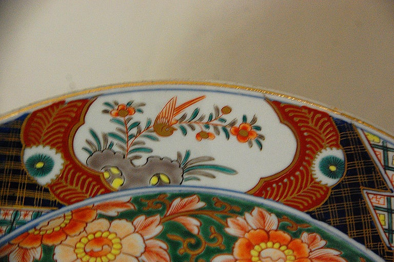 Japanese 19th Century Imari Charger with Phoenix Rising Motif In Good Condition For Sale In Wells, ME