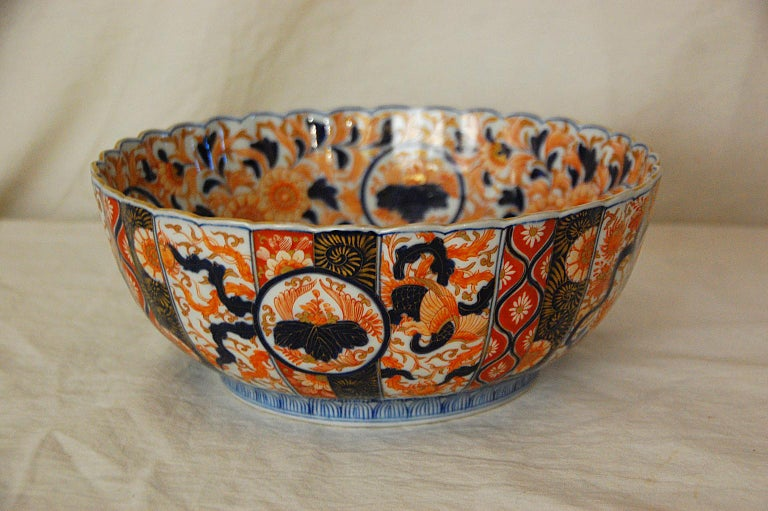 Meiji Japanese 19th Century Imari Fluted Bowl by Koransha For Sale