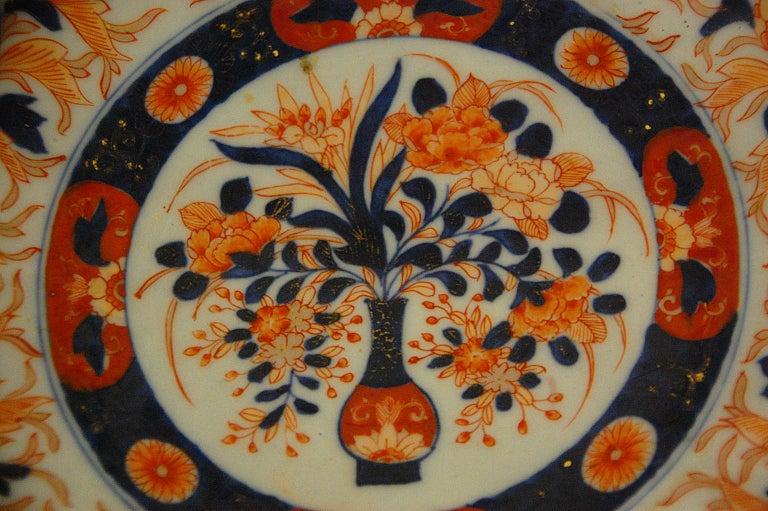 Hand-Painted Japanese 19th Century Imari Fluted Bowl by Koransha For Sale