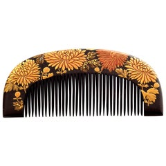 Japanese Antique Lacquer Hair Comb with Flowers in Gold Maki-e