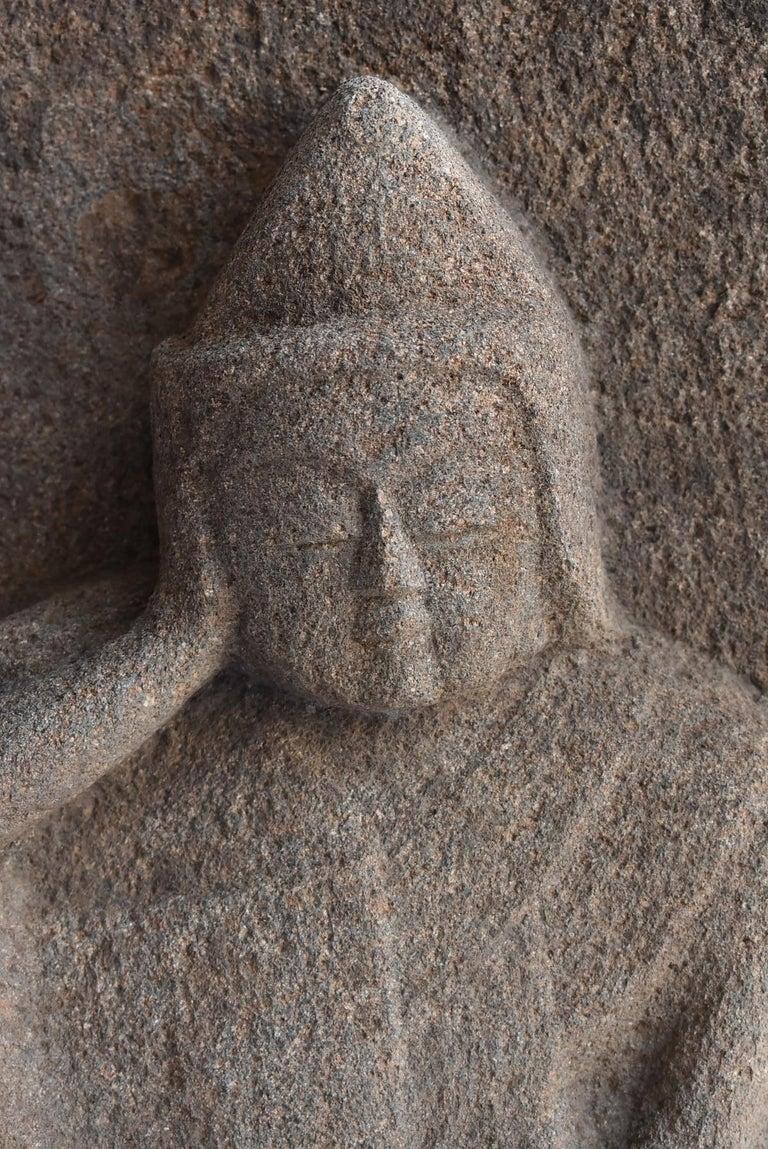 Japanese Antique Stone Buddha Late Edo Period 1750-1850 / Old Buddha Statue In Good Condition In Sammushi, JP