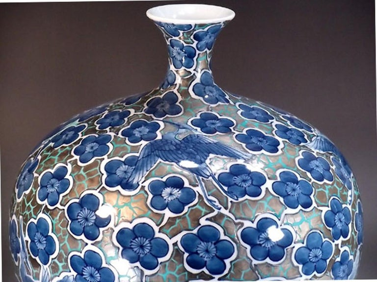 Japanese Classic contemporary Imari decorative porcelain vase, hand painted in different shades of blue on an elegantly shaped porcelain body against a striking platinum background, a signed piece by highly acclaimed Japanese master porcelain artist
