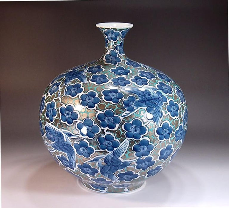 Japanese Blue Contemporary Gilded Imari Porcelain Vase by Master Artist In New Condition For Sale In Vancouver, CA