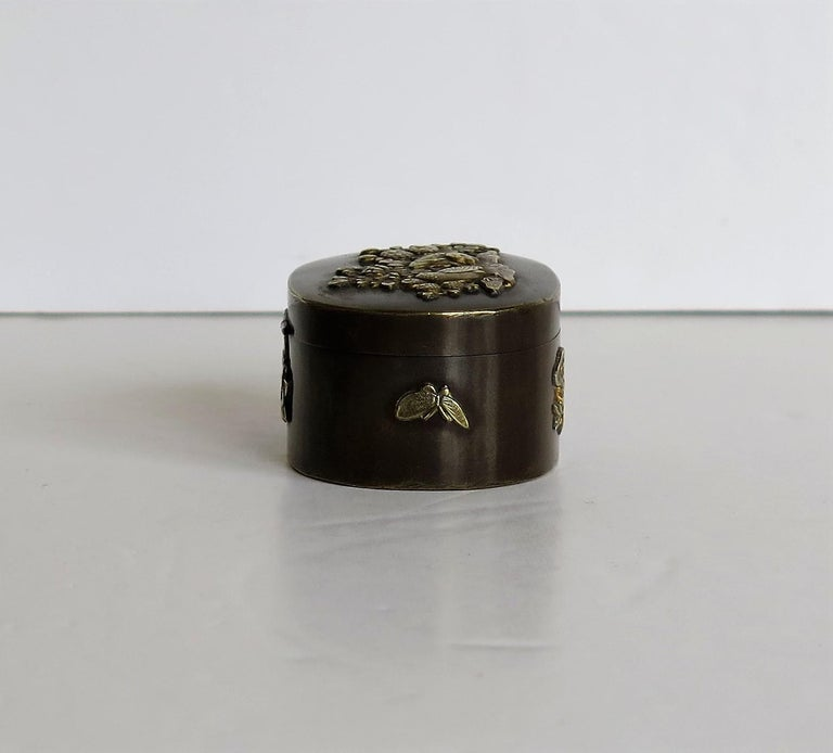 Japanese Bronze and Brass Embossed Small Lidded Box, 19th Century Meiji Period For Sale 5