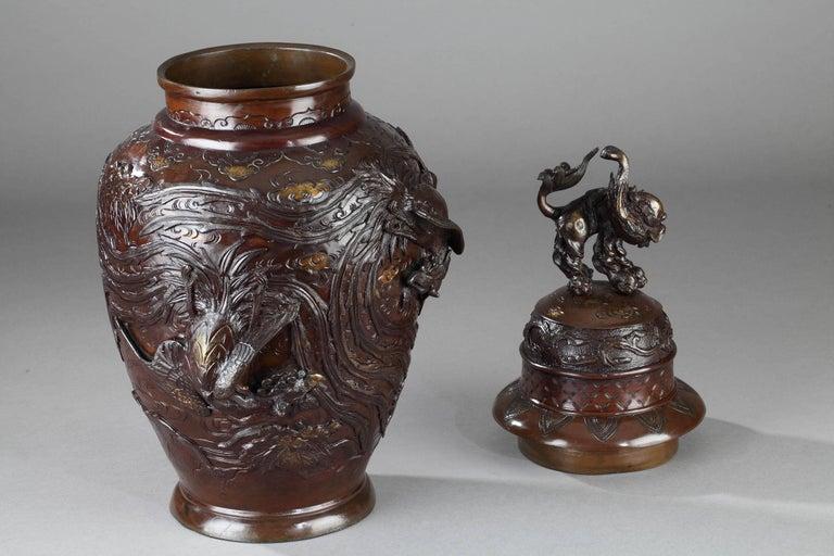 Japanese Bronze Vase, Meiji Period, circa 1880 In Good Condition For Sale In Paris, FR