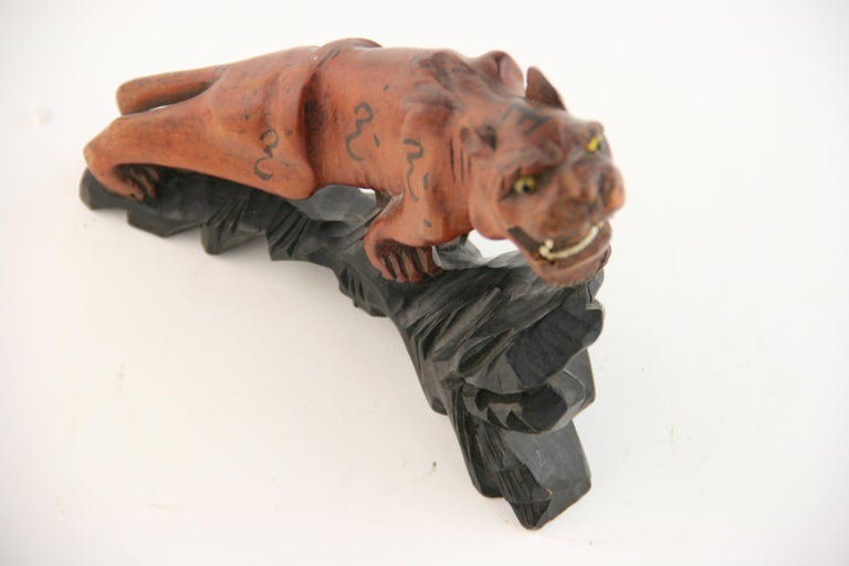 Japanese Carved Wood Tiger with Glass Eyes, circa 1920s For Sale 1