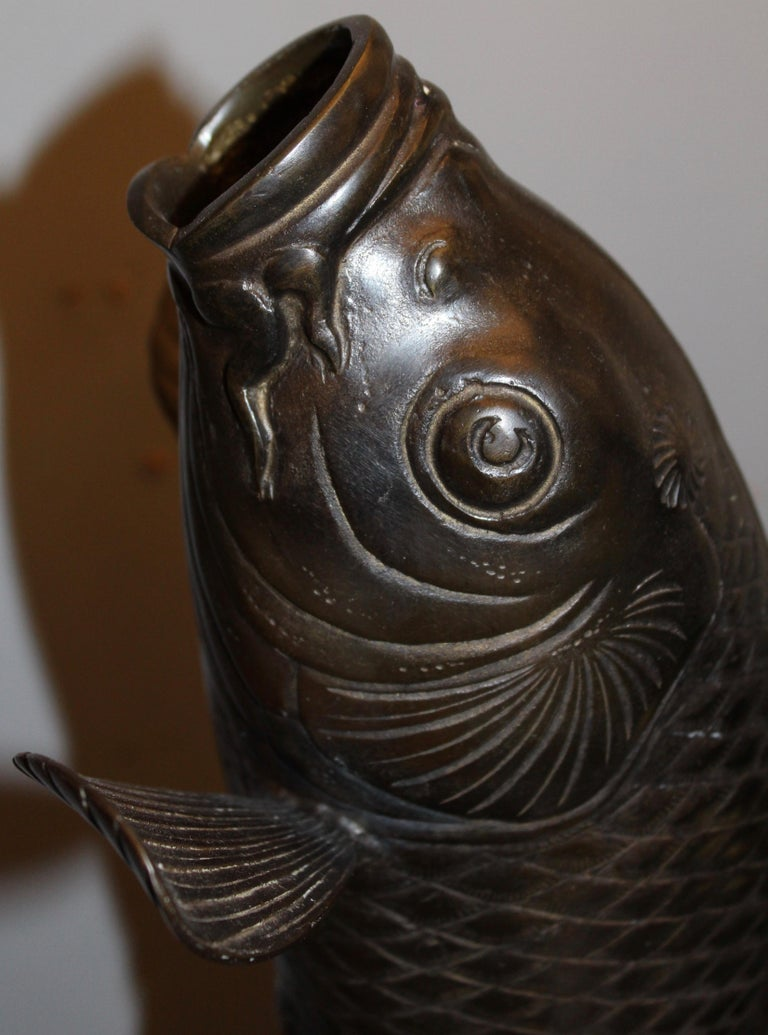Japanese Cast Bronze Vase in the Form of a Carp, Mid-20th Century In Good Condition For Sale In London, GB