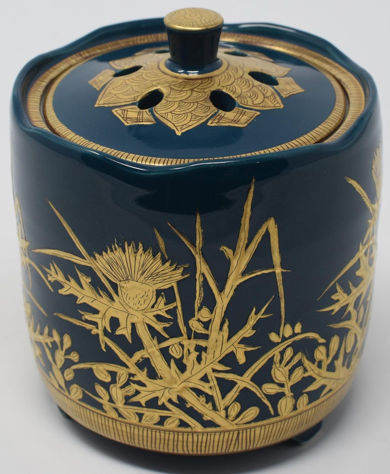 Unique exceptional Japanese Kutani porcelain incense burner, intricately hand-painted with pure gold on a beautifully shaped body in deep blue, a signed masterpiece by widely acclaimed award-winning master porcelain artist from Kutani region of
