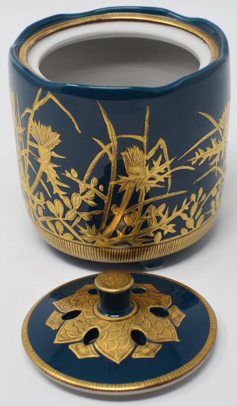 Japanese Contemporary Blue Pure Gold Porcelain Incense Burner by Master Artist In New Condition For Sale In Vancouver, CA