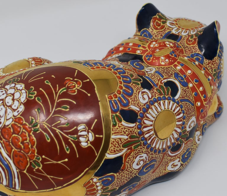Japanese Contemporary Kutani Porcelain Sleeping Cat, Gilded Hand-Painted  For Sale 2
