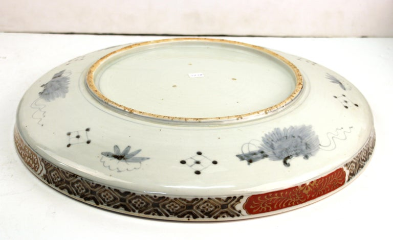 Japanese Meiji Porcelain Charger with Fish Theme For Sale 8
