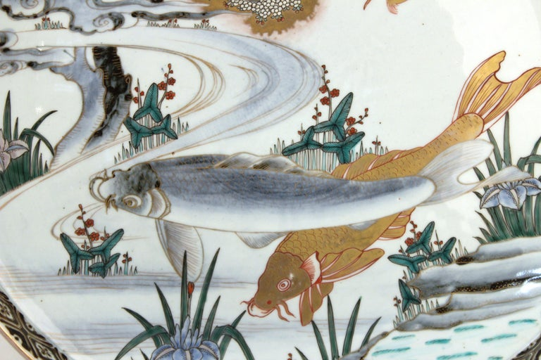 Japanese Meiji Porcelain Charger with Fish Theme For Sale 2