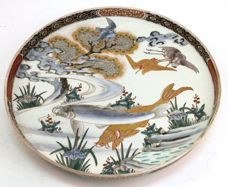 Japanese Meiji Porcelain Charger with Fish Theme For Sale 4