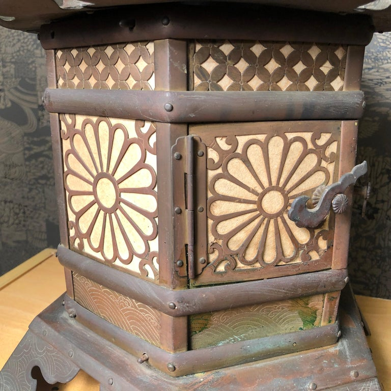 Edo Japanese Extraordinary Antique Temple Kiku Lantern 250 Yrs Old, Triple Signed
