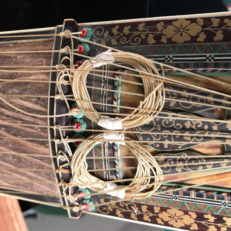 Japanese Fine Antique Lacquered Koto Lute, Rare Violin Size, Meiji, 19th Century For Sale 7