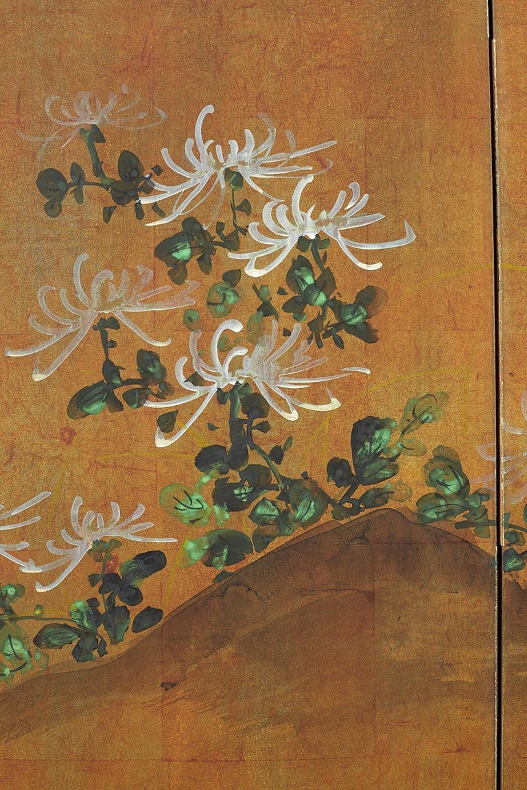 Japanese Four Panel Screen White Chrysanthemums on Gilt For Sale 5