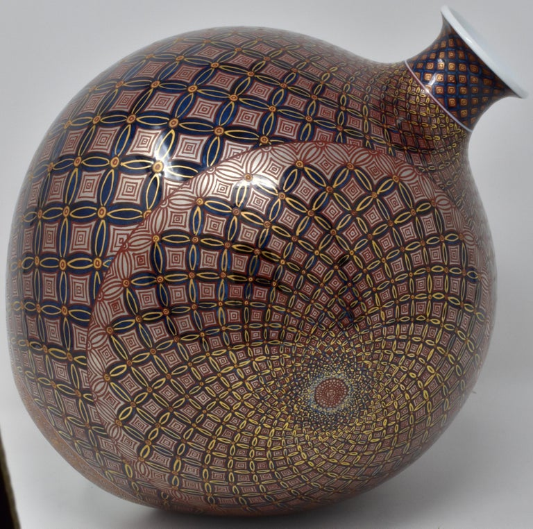 Unparalleled Japanese contemporary Imari porcelain vase, extremely intricately gilded with high purity platinum and gold and hand painted on a stunningly shaped globular body, a signed masterpiece by second-generation master porcelain artist of the