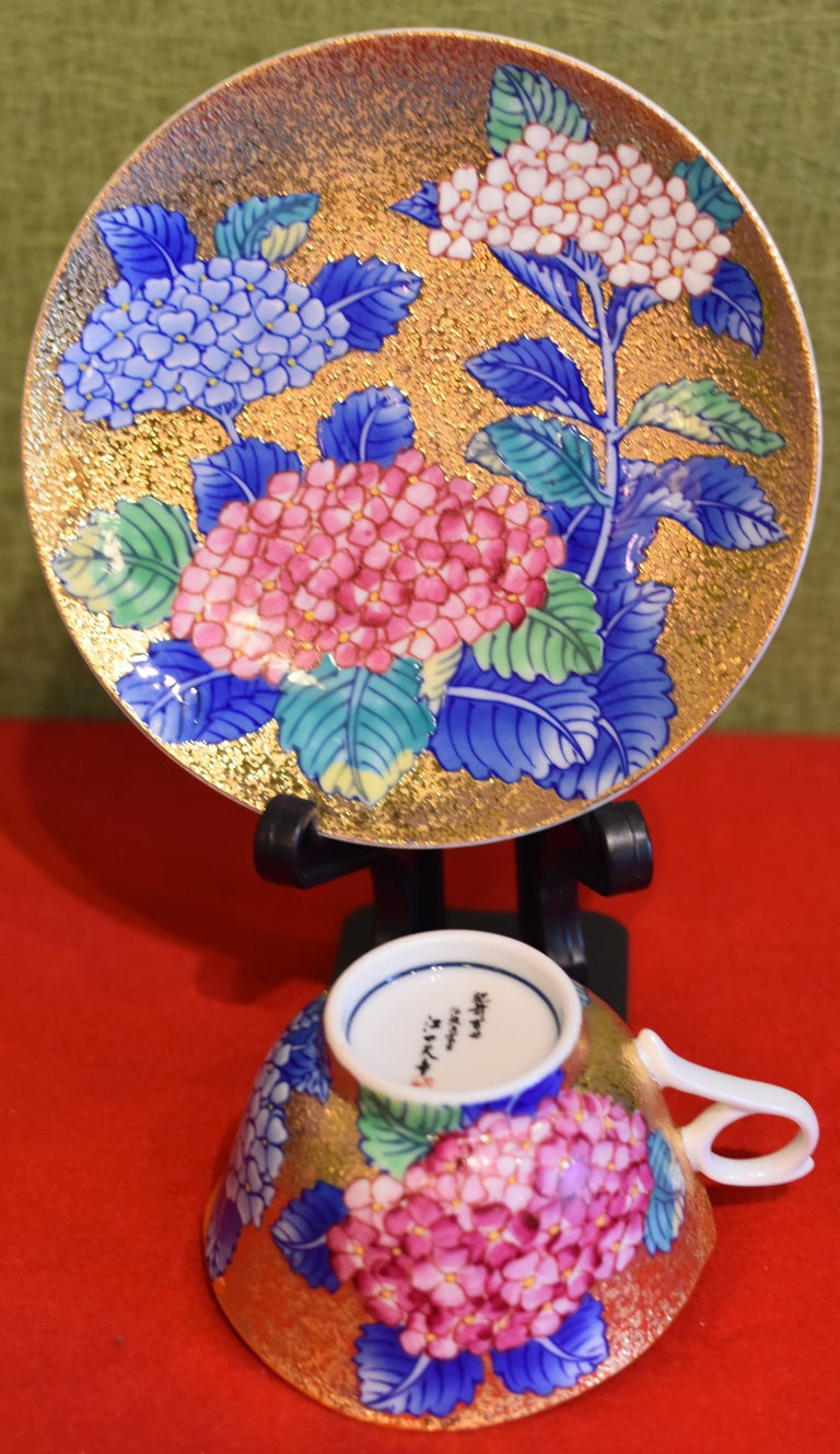 Japanese Gilded Hand-Painted Porcelain Cup and Saucer by Master Artist In New Condition For Sale In Vancouver, CA