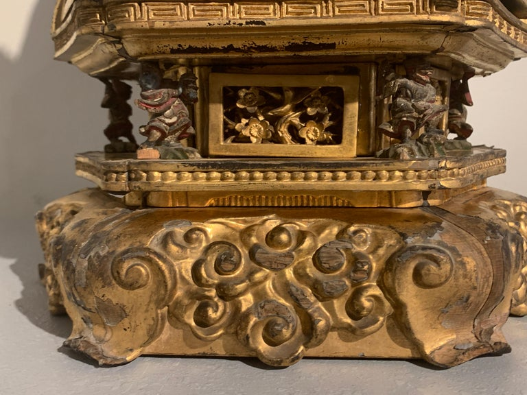 Japanese Giltwood Medicine Buddha, Yakushi Nyorai, Edo Period, Late 18th Century For Sale 6