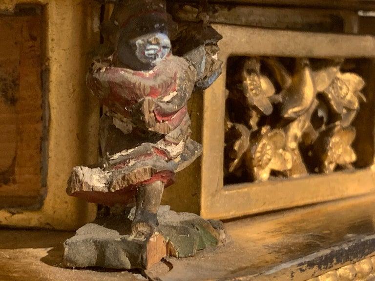 Japanese Giltwood Medicine Buddha, Yakushi Nyorai, Edo Period, Late 18th Century For Sale 8