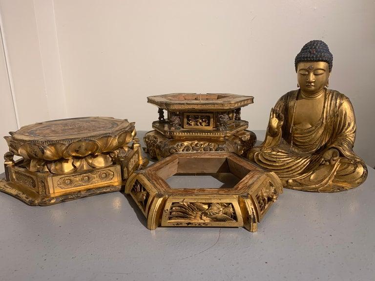 Japanese Giltwood Medicine Buddha, Yakushi Nyorai, Edo Period, Late 18th Century For Sale 13