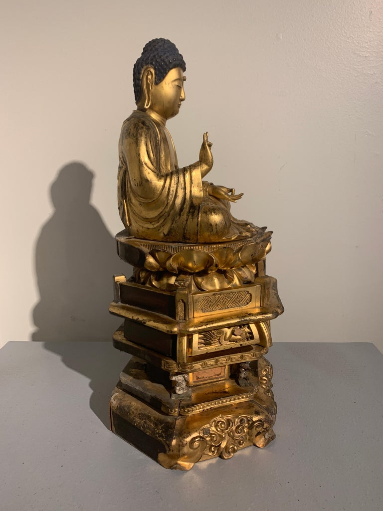 Japanese Giltwood Medicine Buddha, Yakushi Nyorai, Edo Period, Late 18th Century In Fair Condition For Sale In Austin, TX