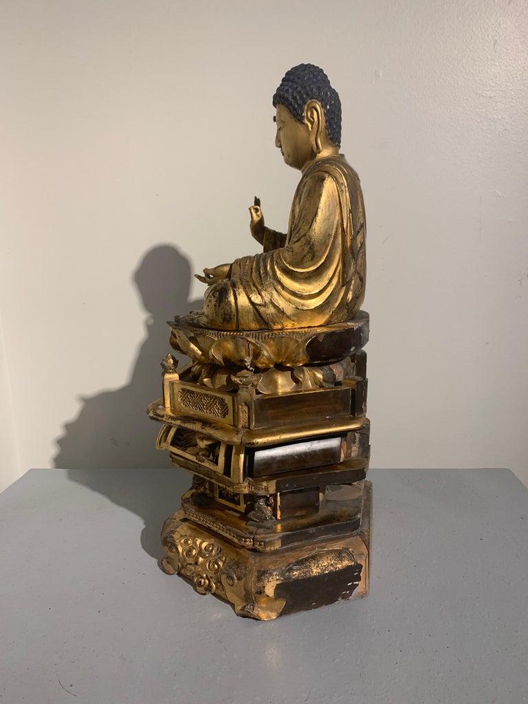 Japanese Giltwood Medicine Buddha, Yakushi Nyorai, Edo Period, Late 18th Century For Sale 1