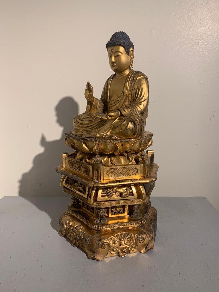 Japanese Giltwood Medicine Buddha, Yakushi Nyorai, Edo Period, Late 18th Century For Sale 2