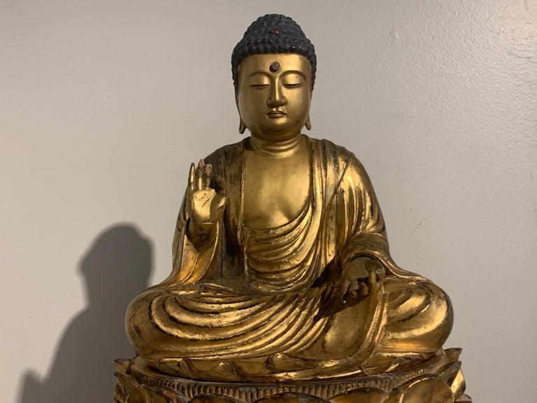 Japanese Giltwood Medicine Buddha, Yakushi Nyorai, Edo Period, Late 18th Century For Sale 3