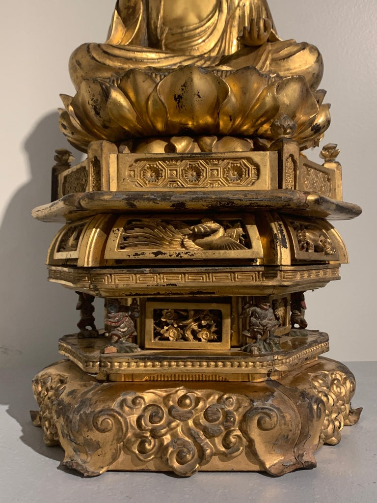 Japanese Giltwood Medicine Buddha, Yakushi Nyorai, Edo Period, Late 18th Century For Sale 4