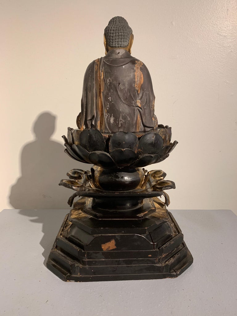 Japanese Giltwood Medicine Buddha, Yakushi Nyorai, Muromachi Period 16th Century In Fair Condition For Sale In Austin, TX
