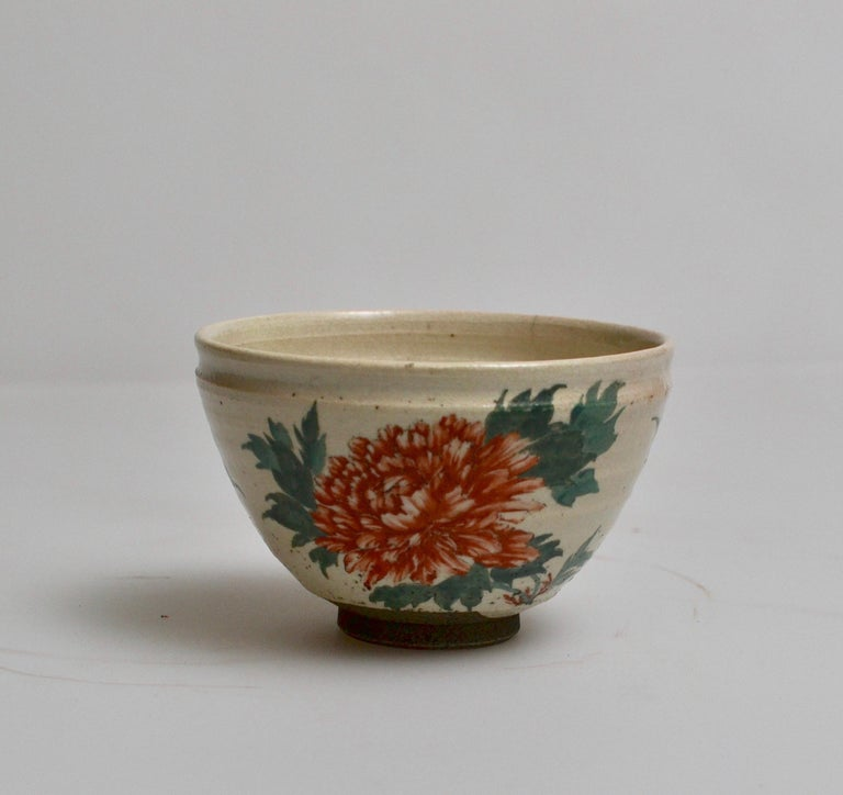 Japanese Glazed Tea Bowl with Floral Decoration In Good Condition For Sale In Stockholm, SE