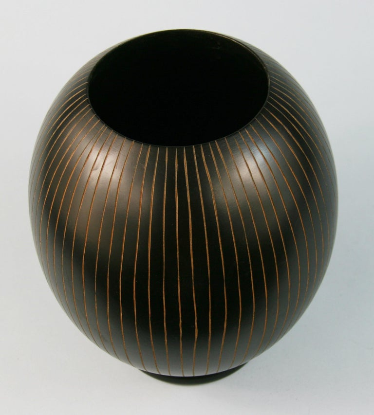 Japanese Hand Turned Wood Vase with Concentric Groves For Sale 1